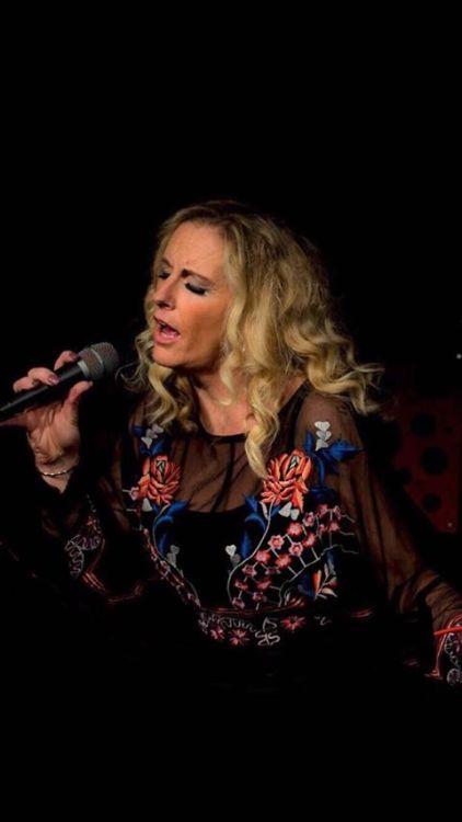 Kelly Lorraine